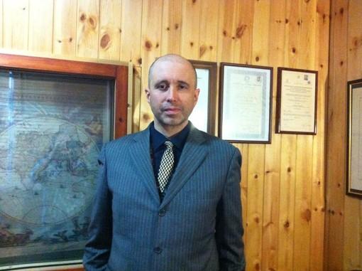 Il Dottor Massimiliano Froso nel suo studio